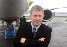 Bruce Dickinson, Avión.