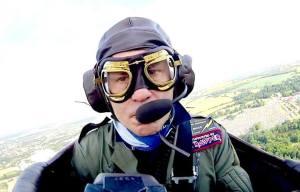 Bruce Dickinson. Demostración aérea en el Sonisphere Festival 2014