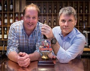 John Robinson y Bruce Dickinson.